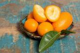 Kumquat vypadá jako miniaturní pomeranč.
