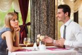 První rande, zvlášť pokud je naslepo, může být pěkný horor.