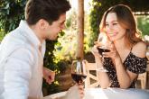 Na první rande se připrav, ale nedávej to na sobě znát.