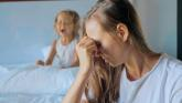 Ne každá žena chce mít děti. Proč ji okolí i v moderní době odsuzuje?