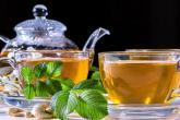 Zelený čaj je zdraví prospěšný, ale nesmíš to s ním přehánět.