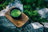 Nakopnout tě může zelený čaj nebo matcha.