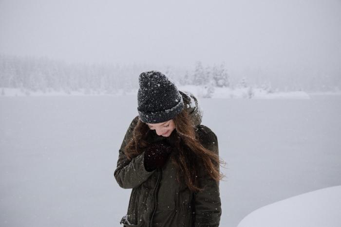 Vlasy potřebují v zimě pořádnou péči.