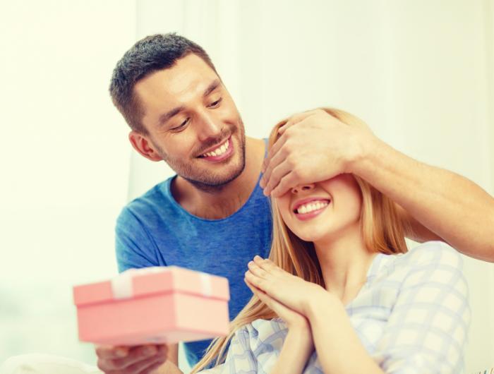 Dárečky a drobnosti jsou milým oživením vztahu.