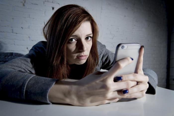 Přesně 22 % dotázaných dětí a dospívajících přiznalo, že jsou o víkendu online i 8 hodin denně.