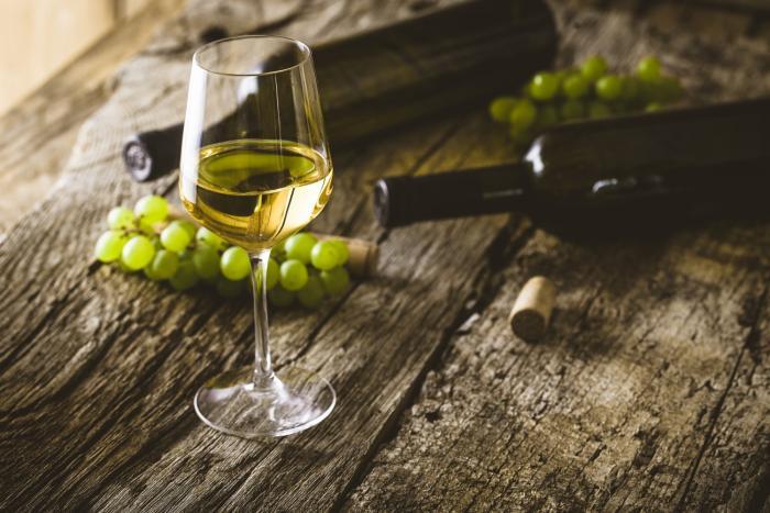 Bílé i červené víno je zdraví prospěšné.