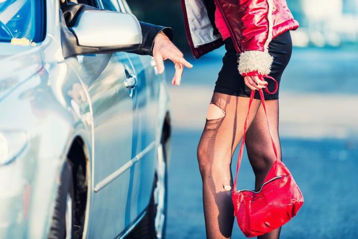 Společnost se s prostitucí snaží bojovat, stále tu ale je.