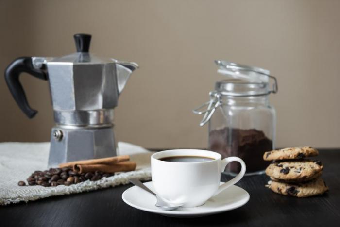V moka konvičce si připravíš kávu chuťově velmi podobnou espressu.