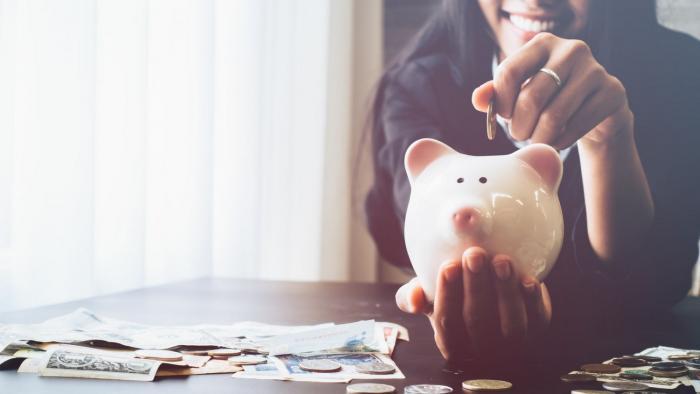 Výplata se u tebe dlouho neohřeje? Začni pořádně šetřit!