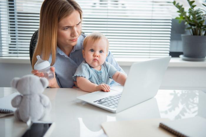 Být matkou, to je výzva. Být dobrou a normální matkou je pro mnohé nadlidský výkon.
