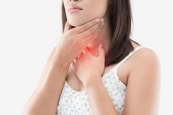 Bolest v krku může být příznakem mnoha onemocnění.