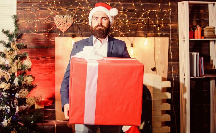 Dárek pro muže k Vánocům by měl hlavně potěšit, ne být praktický.