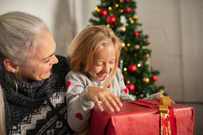 Prarodiče často chtějí vnoučatům dopřát to, na co nemají.