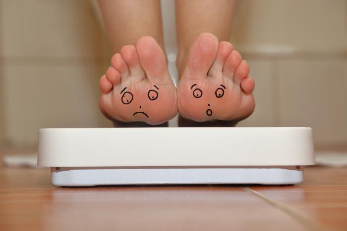 Stoupnout si na váhu nemusí být stresující.