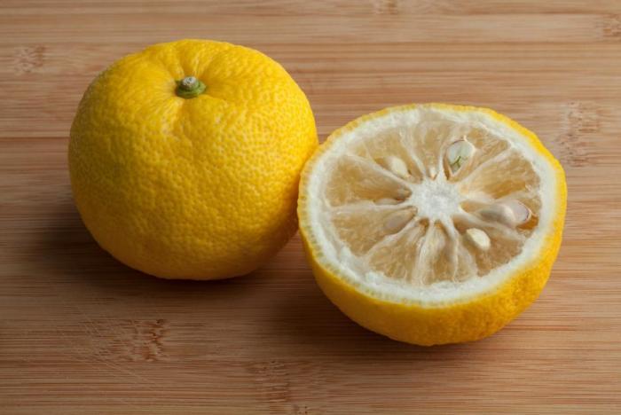 Yuzu je malý citrusový plod původně z Číny a Tibetu.