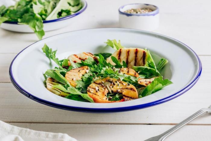 Saláty k létu neodmyslitelně patří.