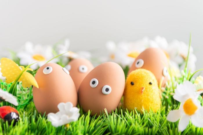 Vajíčka můžeš barvit klasicky, ale taky můžeš vsadit na přírodní barviva!