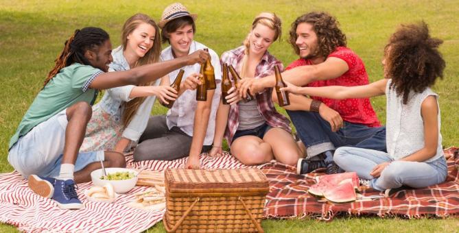 Užij si s partou kamarádů piknik. Letní počasí je pro něj jako stvořené!