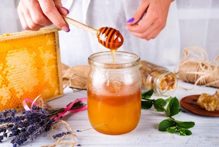 Med patří mezi přírodní antibiotika