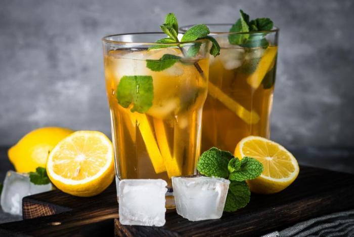 V létě pij vlažný čaj. Pomáhá to.