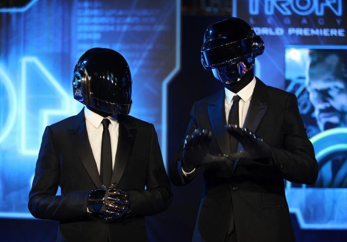 Francouzské duo Daft Punk po 28 letech na hudební scéně končí.