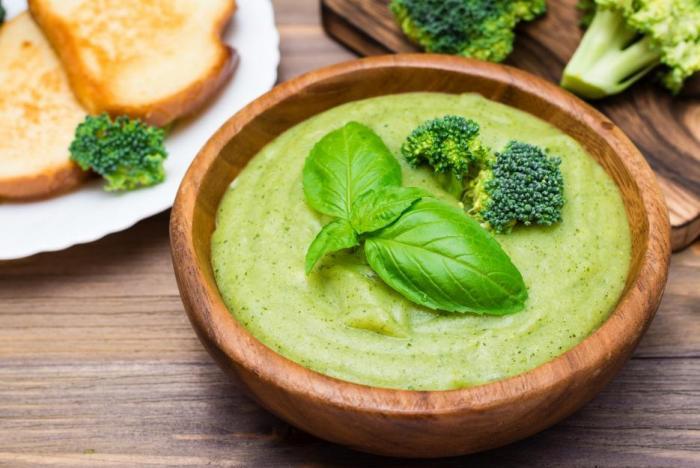 Brokolicová polévka tě pěkně prohřeje a ještě ti dodá vitamíny a minerály.