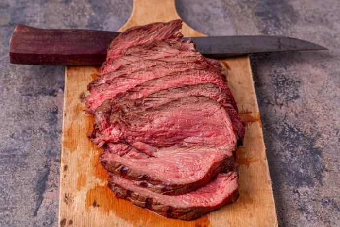 Nejlepším zdrojem bílkovin je maso.