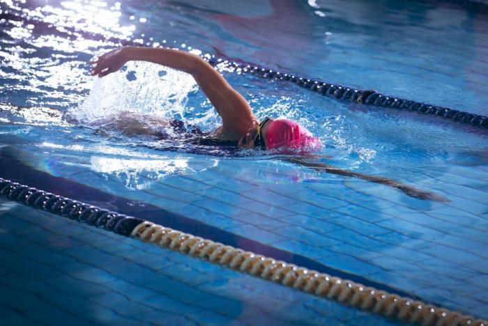 Plavání je vhodné takřka pro každého.