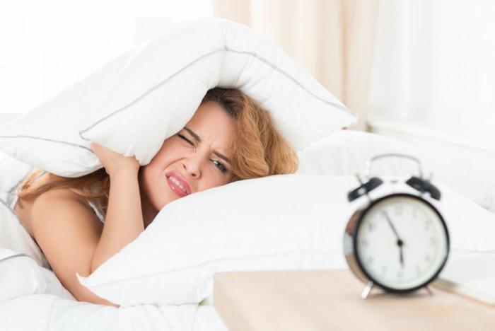 Posouvání budíku je moderní fenomén, který vede ke zdravotním problémům.