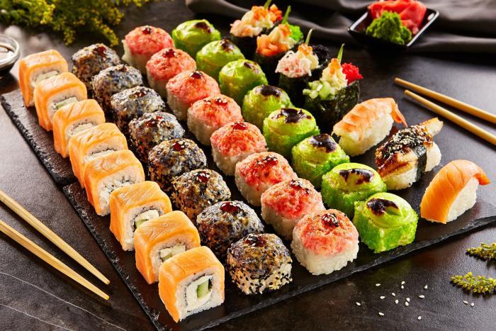 Sushi si můžeš připravit i doma, není to příliš složité.