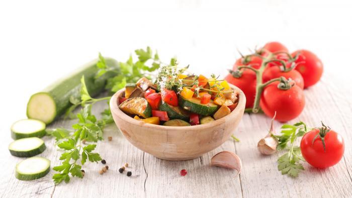 Chceš si udělat oběd, po kterém v teplém dni nepadneš? Vsaď na zeleninu!