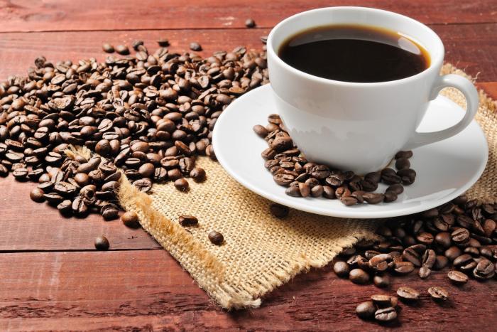 Pití kávy bez kofeinu volí hlavně těhotné a kojící ženy, kardiaci a osoby s vysokým tlakem.