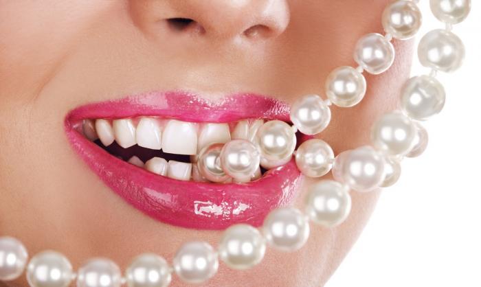 Bílé zuby nejsou samozřejmostí.