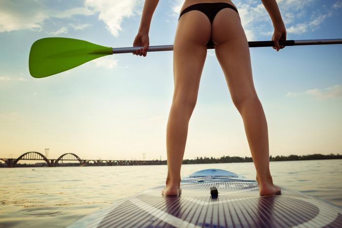 Paddleboarding si u nás získává oblibu.