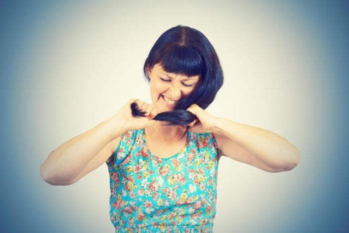Vypadávání vlasů trápí muže i ženy.