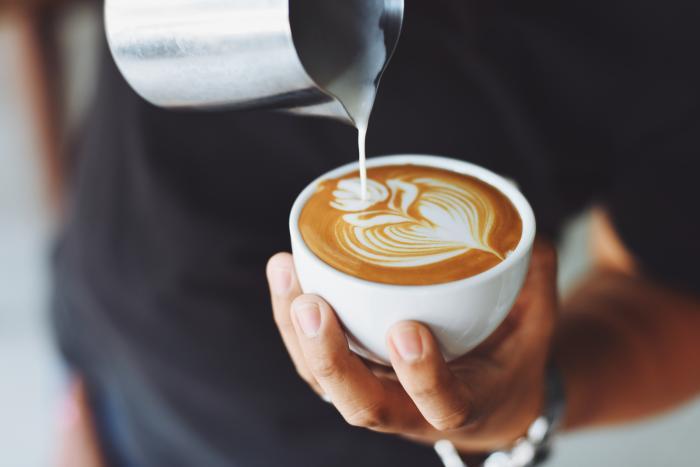 Na kávu během nemoci zapomeň, udělá ti dobře jen na chvíli, pokud vůbec.