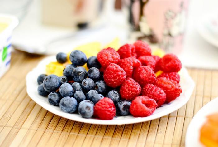 Ovoce je zdravé, ale jíst ho musíme s mírou.