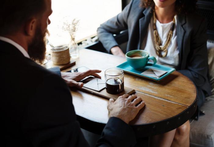 Milenecký vztah na pracovišti má podle nás jen negativa.