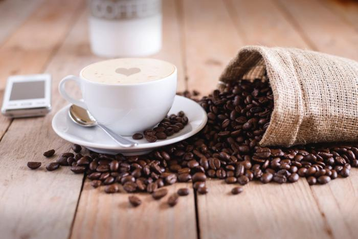 Káva prospívá, ale bez mléka a bez cukru.