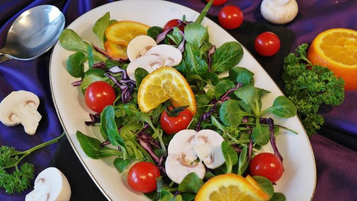 Saláty jsou skvělým letním pokrmem.