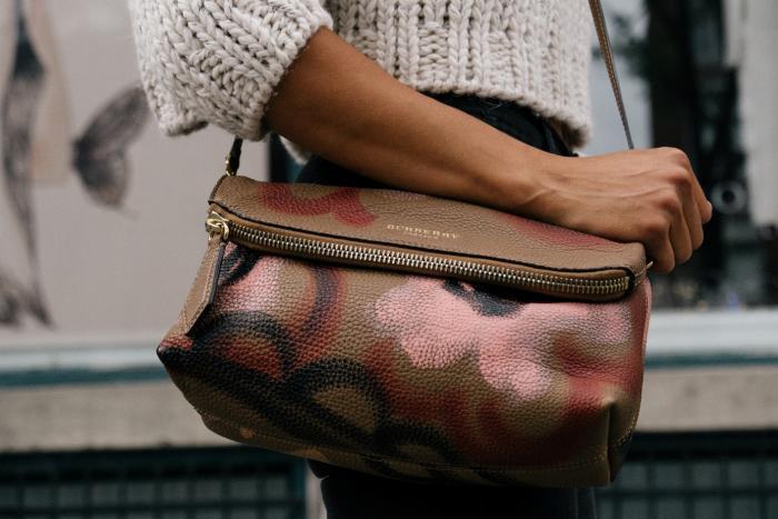 Dámská kabelka je nedílnou součástí života každé ženy.