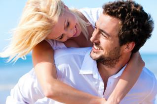 Usměvavý, ale solidně působící muž se hodně podobá ideálu.