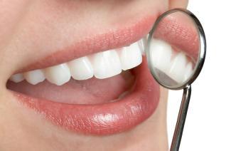Zuby si můžeš vybělit i sama doma.