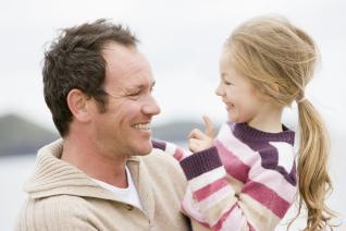 Den otců u nás příliš v oblibě není, ale třeba se to změní.