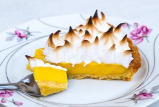 Citrónový koláč pohladí chuťové buňky a osvěží.