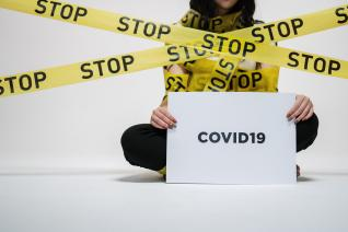 Následky koronaviru můžou být dalekosáhlé a fatální.