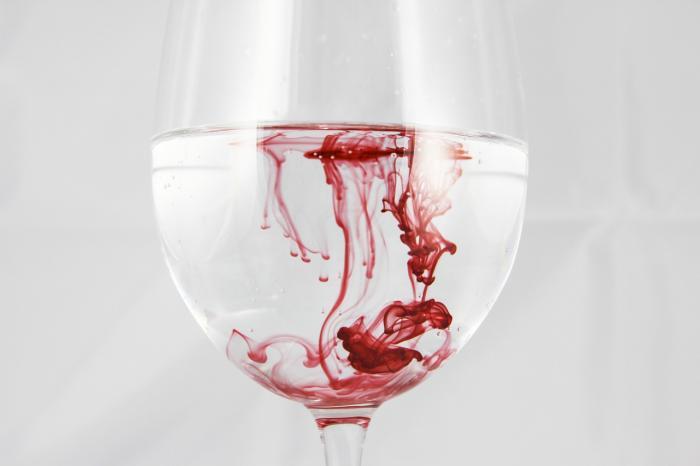 Menstruační krev sama o sobě nepáchne.
