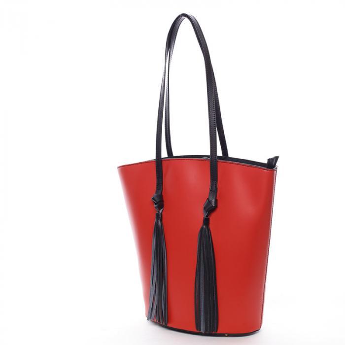 Kožená kabelka je nestárnoucí kousek.