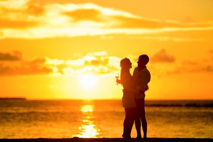 Během léta jsme uvolněnější a otevřenější. Proto ty letní lásky.