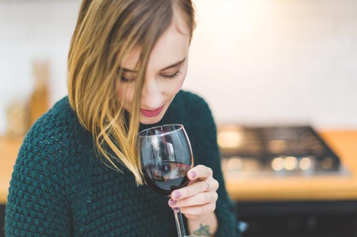 Pravidelná konzumace vína je zdravá, ale nic se nemá přehánět.